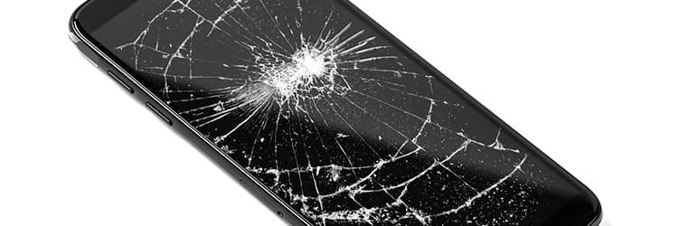 写真:画面がひび割れたiPhone