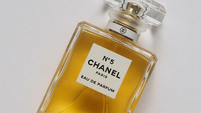 写真:シャネルの香水